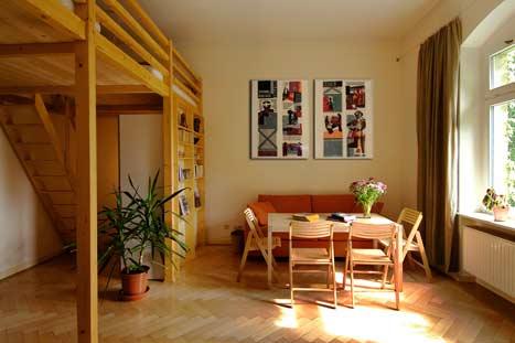 Zimmer mit schlafgalerie in der therese malten villa in dresden
